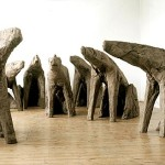 SEATED MUTANTS 1996, burlap, resin, 7 figures, h. 126-145; l. 211-230 cm; w. 68-80 cm